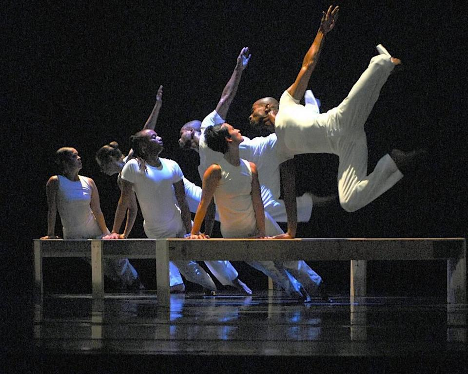 """Wylliams/Henry Contemporary Dance Company performs """"To Have and to Hold"""" by Danial Shapiro and Joanie Smith."""