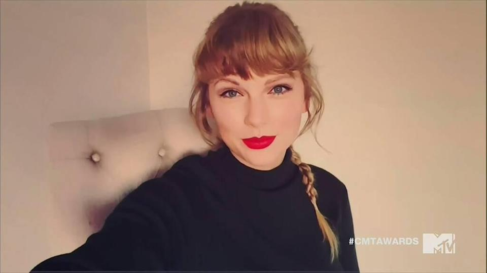 Jessica Chastain, Kelly Clarkson, Taylor Swift, CMT Music Awards 2020