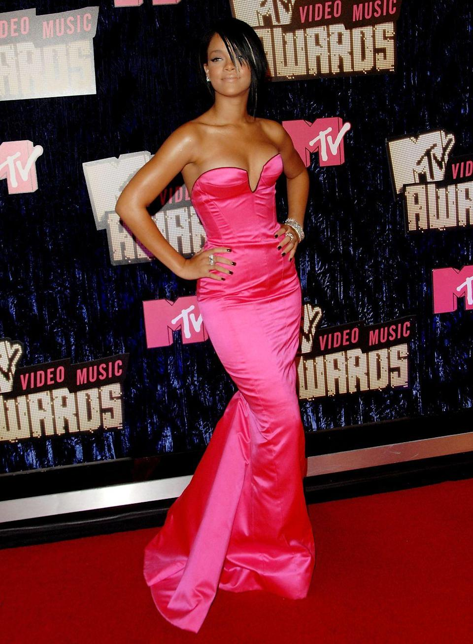 <p>Rihanna showed off her banging curves in this hot-pink, form-fitting gown in 2007.</p>