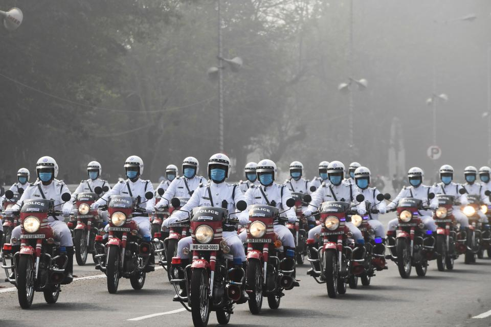 Traffic police march along a street during the Republic Day parade in Kolkata on January 26, 2021. (Photo by Dibyangshu SARKAR / AFP) (Photo by DIBYANGSHU SARKAR/AFP via Getty Images)