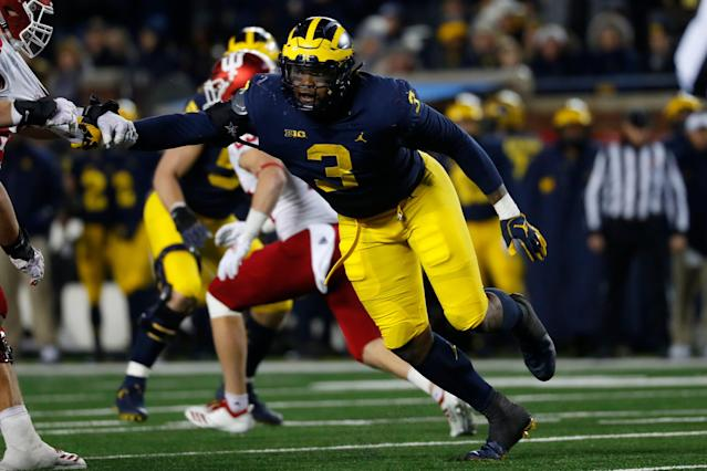 Michigan defensive lineman Rashan Gary (3) is still dealing with a shoulder injury. (AP)