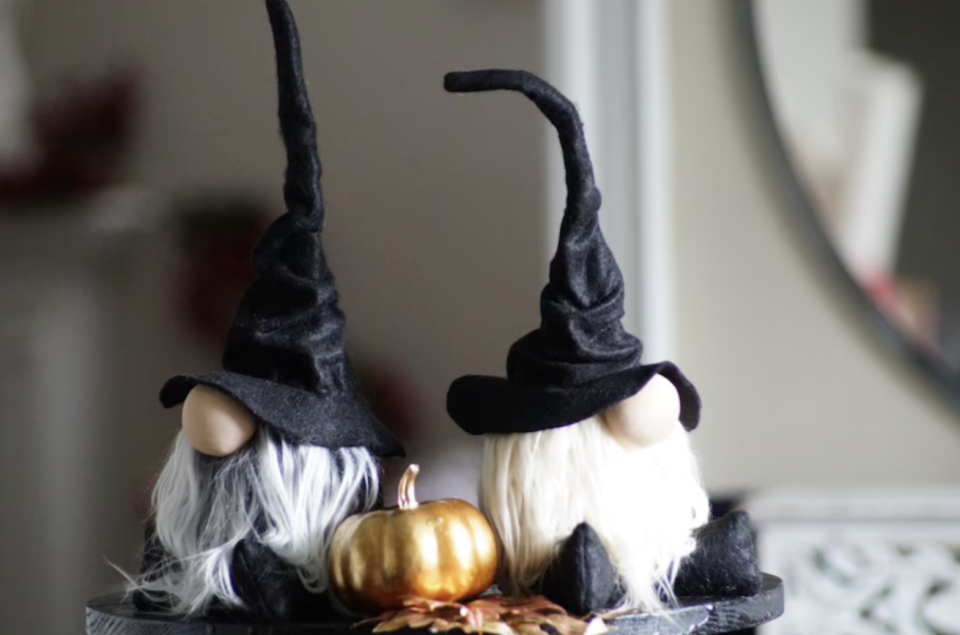 Wizard Gnome with large black witch hat and white beards