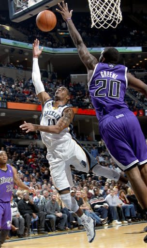 Gay scores 23 as Grizzlies rout Kings 128-95