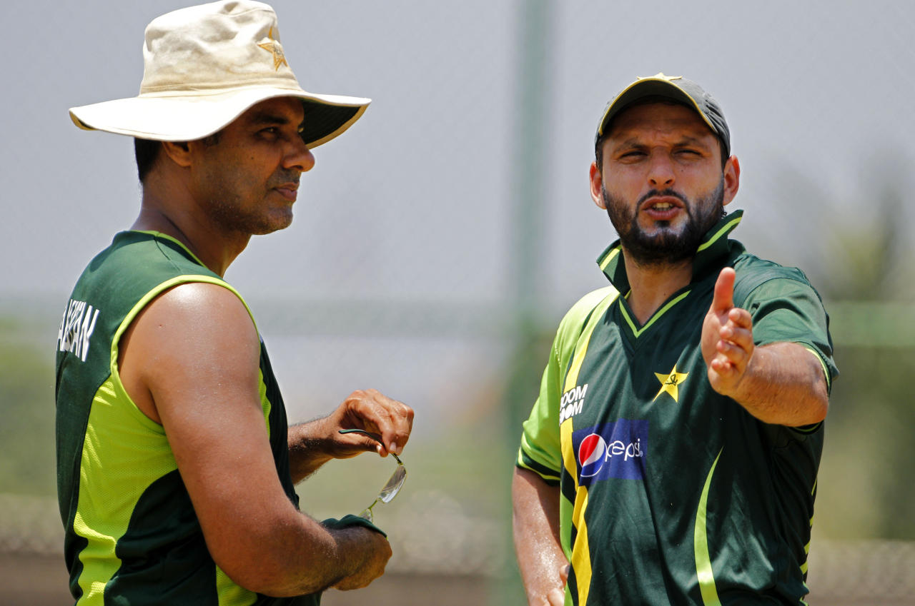 Pakistan's captain Shahid Afridi, right, talks with coach Waqar Younis during a training session in Colombo, Sri Lanka, Thursday March 17, 2011. Pakistan will face Australia in a Cricket World Cup match on Saturday.