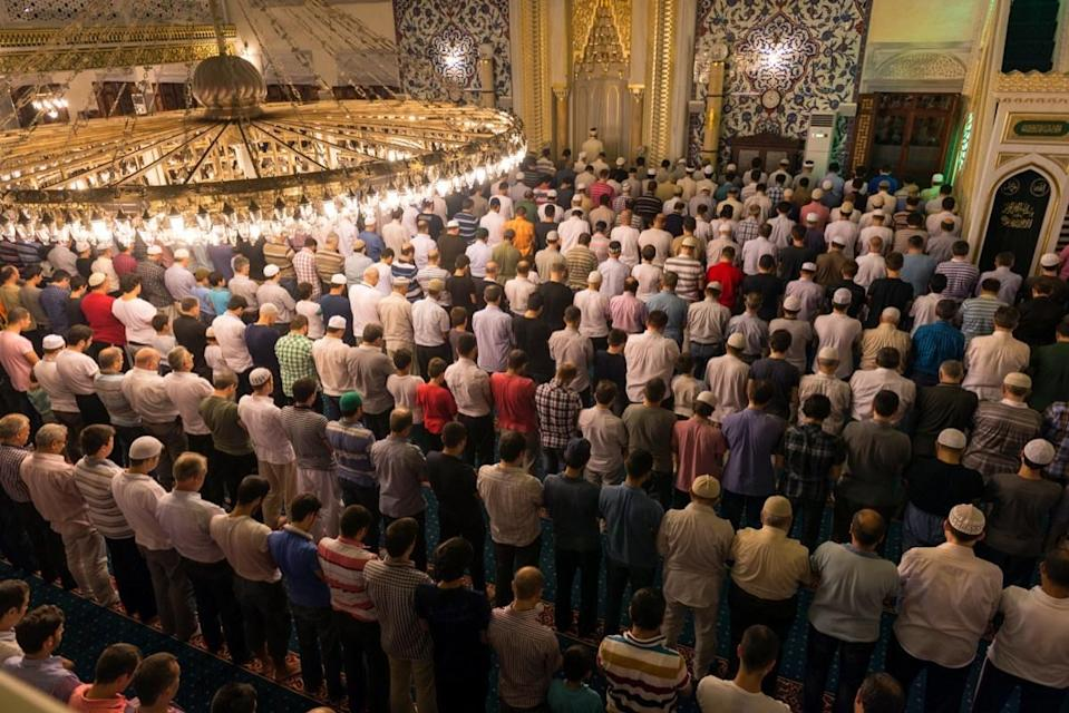 """While all Muslims typically observe Ramadan in the same way, there are some small differences depending on a person's sect. For Sunni Muslims, for instance, the month of Ramadan has a special set of nightly prayers called <em>tarawih</em>. Sunni Muslims typically pray <em>tarawih</em> in congregation at the mosque, where the <em>i</em><em>mam</em>, or Muslim leader, will attempt to complete a verbal recitation of the entire Qu'ran throughout the month. Shia Muslims, on the other hand, have an additional holiday during the month that commemorates the martyrdom of <strong><a href=""""http://www.oxfordislamicstudies.com/article/opr/t125/e120"""" rel=""""nofollow noopener"""" target=""""_blank"""" data-ylk=""""slk:Ali ibn Abi Talib"""" class=""""link rapid-noclick-resp"""">Ali ibn Abi Talib</a></strong>, an important leader of the sect. The 19th, 20th, and 21st days of Ramadan are set aside for this commemoration."""