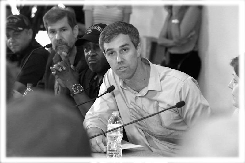 Presidential candidate Beto O'Rourke answers US veterans questions during a discussion of veterans issues at Brew Bus Brewing, Tampa on June 24, 2019. (Photo: Scott Keeler/Tampa Bay Times via ZUMA Wire; digitally enhanced by Yahoo News)