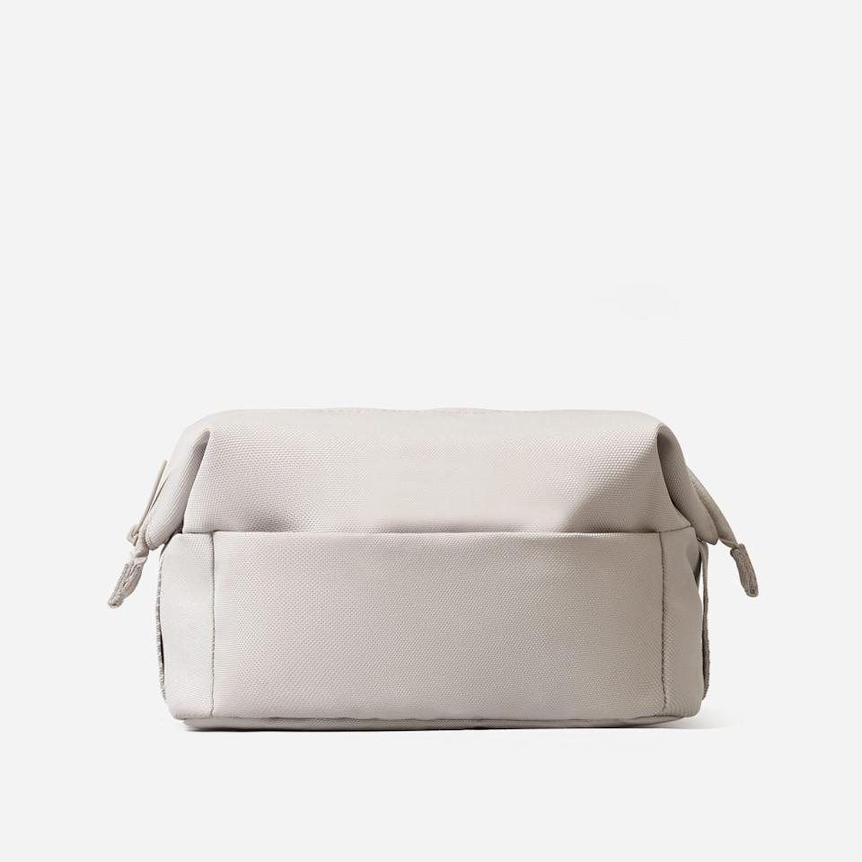 """<p><strong>Everlane</strong></p><p>everlane.com</p><p><strong>$30.00</strong></p><p><a href=""""https://go.redirectingat.com?id=74968X1596630&url=https%3A%2F%2Fwww.everlane.com%2Fproducts%2Fwomens-renew-catchall-case-quartz&sref=https%3A%2F%2Fwww.harpersbazaar.com%2Fbeauty%2Fmakeup%2Fg37004535%2Fbest-toiletry-bags%2F"""" rel=""""nofollow noopener"""" target=""""_blank"""" data-ylk=""""slk:Shop Now"""" class=""""link rapid-noclick-resp"""">Shop Now</a></p><p>Unzip this dopp-kit-style bag to roll down the sides, giving you easier access to all your goods. PS: It's also made from recycled plastic bottles. </p>"""