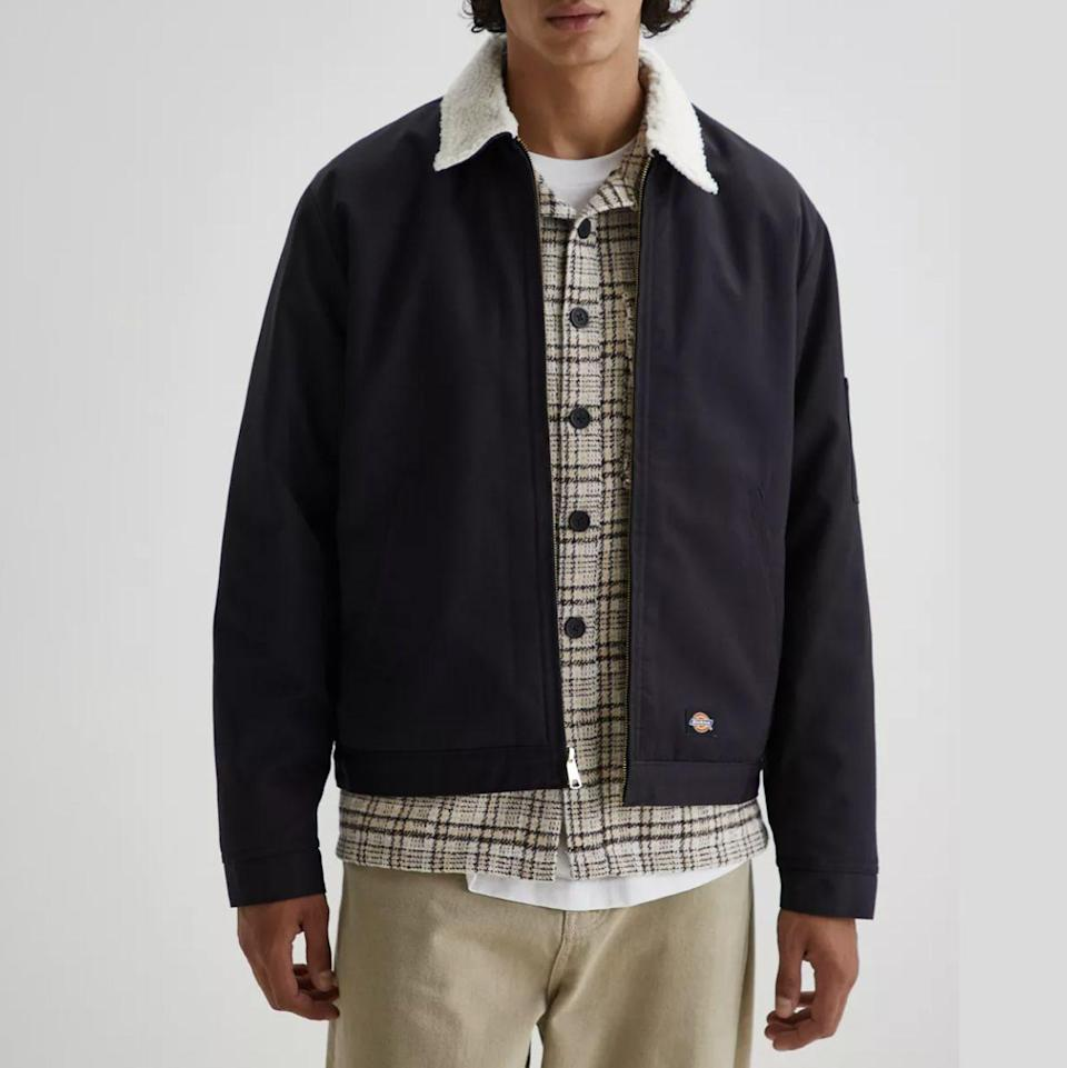 """<p><strong>Dickies</strong></p><p>urbanoutfitters.com</p><p><strong>$99.00</strong></p><p><a href=""""https://go.redirectingat.com?id=74968X1596630&url=https%3A%2F%2Fwww.urbanoutfitters.com%2Fshop%2Fdickies-uo-exclusive-eisenhower-sherpa-lined-jacket&sref=https%3A%2F%2Fwww.menshealth.com%2Ftechnology-gear%2Fg37546941%2Fbest-gifts-for-mechanics%2F"""" rel=""""nofollow noopener"""" target=""""_blank"""" data-ylk=""""slk:BUY IT HERE"""" class=""""link rapid-noclick-resp"""">BUY IT HERE</a></p><p>Don't sleep on Dickies' jackets, either. If your mechanic doesn't let colder weather stop him from tinkering, get him an extra layer that lets him tinker in warmth. </p>"""