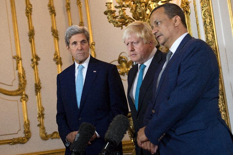 L-R: US Secretary of State John Kerry, British Foreign Secretary Boris Johnson and UN Special Envoy for Yemen Ismail Ould Cheikh Ahmed make a joint statement on Yemen at Lancaster House in London on October 16, 2016 (AFP Photo/Justin Tallis)