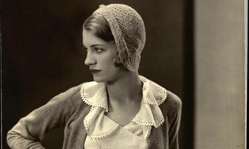 Lee Miller models a Mirande suit with gloves and crocheted hat.