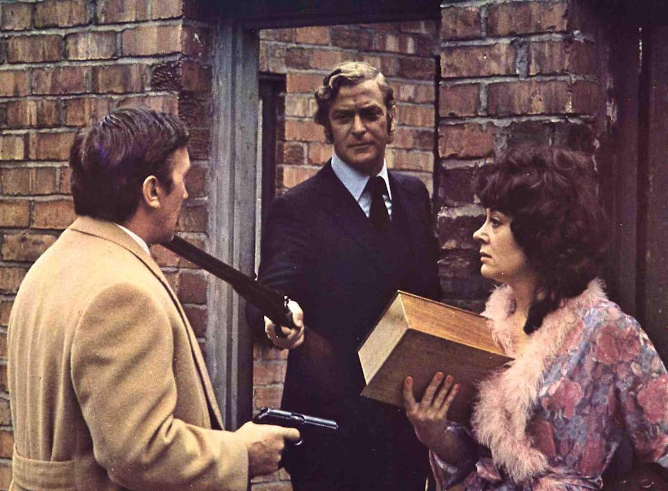 Kino. Jack Rechnet Ab, Get Carter, Jack Rechnet Ab, Get Carter, Jack Carter (Michael Caine, m), 1971. (Photo by FilmPublicityArchive/United Archives via Getty Images)