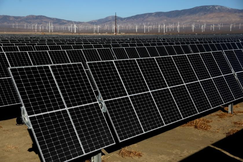 ROSAMOND, CA - FEBRUARY 04: Solar panels at the newly completed Clearway Energy Group's 192 Megawatt Rosamond Central Solar Energy Facility on Thursday, Feb. 4, 2021 in Rosamond, CA. The 1100 acre solar farm has around 680,000 panels and became active Dec. 22, 2020. (Gary Coronado / Los Angeles Times)