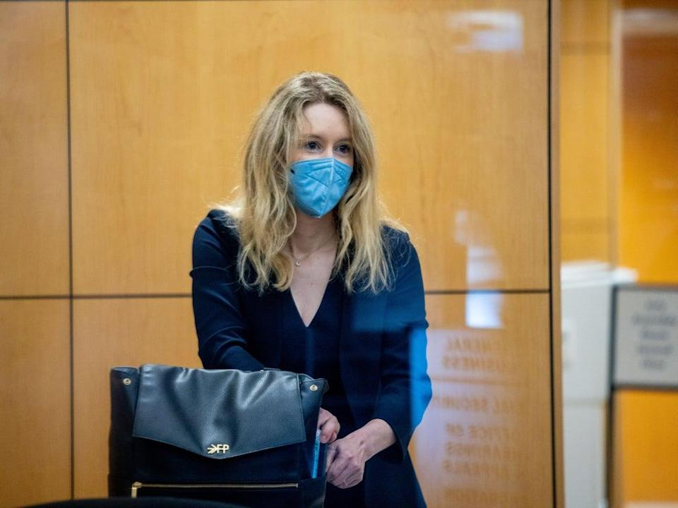Theranos founder Elizabeth Holmes collects her belongings after going through security at the Robert F. Peckham Federal Building with her defense team on August 31, 2021 in San Jose, California (Getty Images)