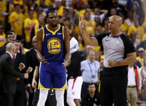 4f4e969c3e65 Kevin Durant can t hide his frustration as Golden State slide to defeat  against the