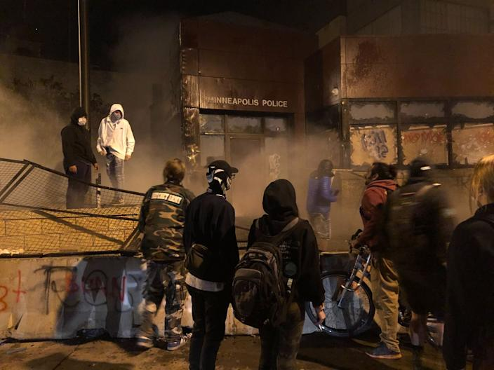 """The Minneapolis 3rd Precinct station was overrun by protesters late Thursday. <span class=""""copyright"""">(Molly Hennessy-Fiske / Los Angeles Times)</span>"""