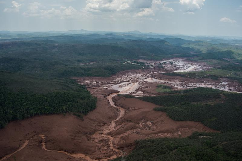 A dam that burst at a mining waste site in Brazil enveloped the village of Bento Rodrigues with a deluge of thick, red toxic mud (AFP Photo/Christophe Simon)