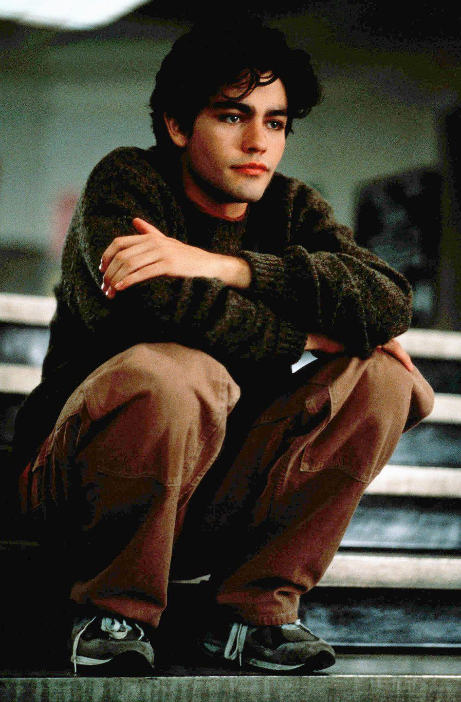 <p>Adrian Grenier's character, Chase Hammond, in <em>Drive Me Crazy</em> was the blueprint for everyone's dream guy today. Also, it helps that he had #hairgoals. </p>