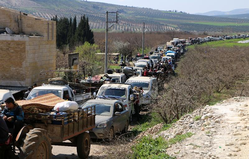 Civilians pour out of the Syrian Kurdish city of Afrin on March 12, 2018 trying to escape to government-held territory before Turkish-led forces impose a siege (AFP Photo/STRINGER)