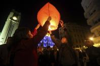People light a lantern during New Year's celebrations at Star Square in downtown Beirut, December 31, 2013. REUTERS/Hassan Shaaban