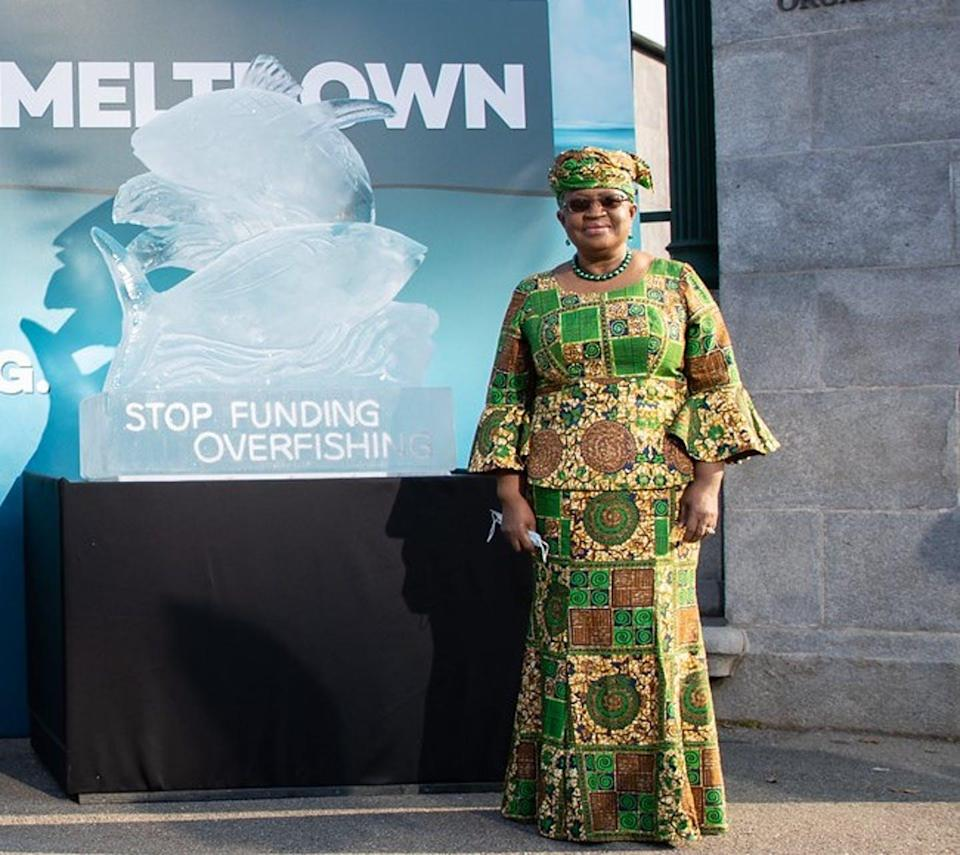 Director General Ngozi Okonjo-Iweala with an ice sculpture of fish titled Stop Funding Overfishing