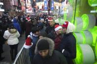 """People line up outside Toys""""R""""Us store in Times Square before their Black Friday Sale in New York November 28, 2013. REUTERS/Carlo Allegri"""