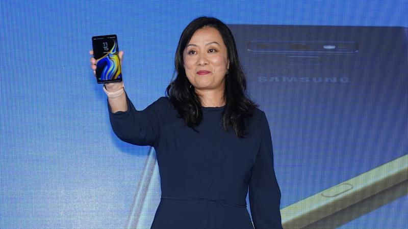 With Samsung Pay linking to Hong Kong's Octopus card, world's smartphone leader is looking beyond specs as Chinese phones pose larger threat