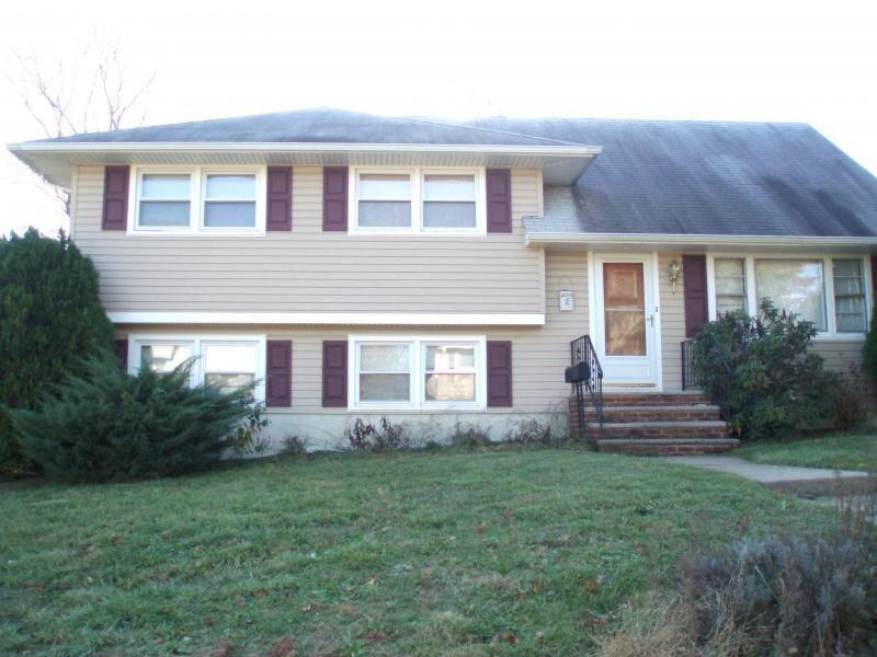 Somerset, NJ  21 Fraley Dr, Somerset NJ For sale: $199,000  This New Jersey home is being offered as a short sale. Measuring 1,643 square feet, the house has 4 bedrooms, 1.5 bathrooms, newer windows and hardwood floors.