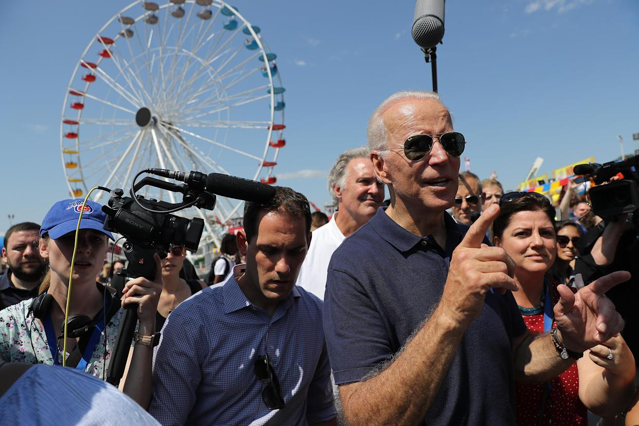 Biden is surrounded by journalists as he heads for the exits at the Iowa State Fair. (Photo by Chip Somodevilla/Getty Images)