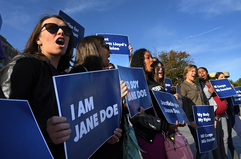 """Protesters rally in support of """"Jane Doe,"""" a 17-year-old who was blocked from leaving an Office of Refugee Resettlement shelter to obtain an abortion."""