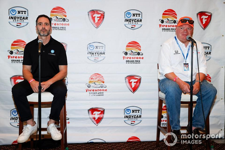 "Jimmie Johnson y Chip Ganassi, Chip Ganassi Racing Honda anuncian que Johnson competirá en IndyCar en 2021<span class=""copyright"">Michael L. Levitt LAT Photo USA</span>"