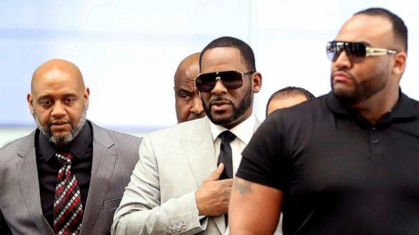 PHOTO: File Photo: R. Kelly, center, walks inside the Criminal Court Building as he arrives for a hearing on charges of criminal sexual abuse in Chicago on June 6, 2019. (File-Daniel Acker/Reuters)