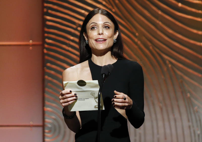 Television personality Bethenny Frankel presents the outstanding culinary program award during the 40th annual Daytime Emmy Awards in Beverly Hills, California June 16, 2013. REUTERS/Danny Moloshok (UNITED STATES - Tags: ENTERTAINMENT)