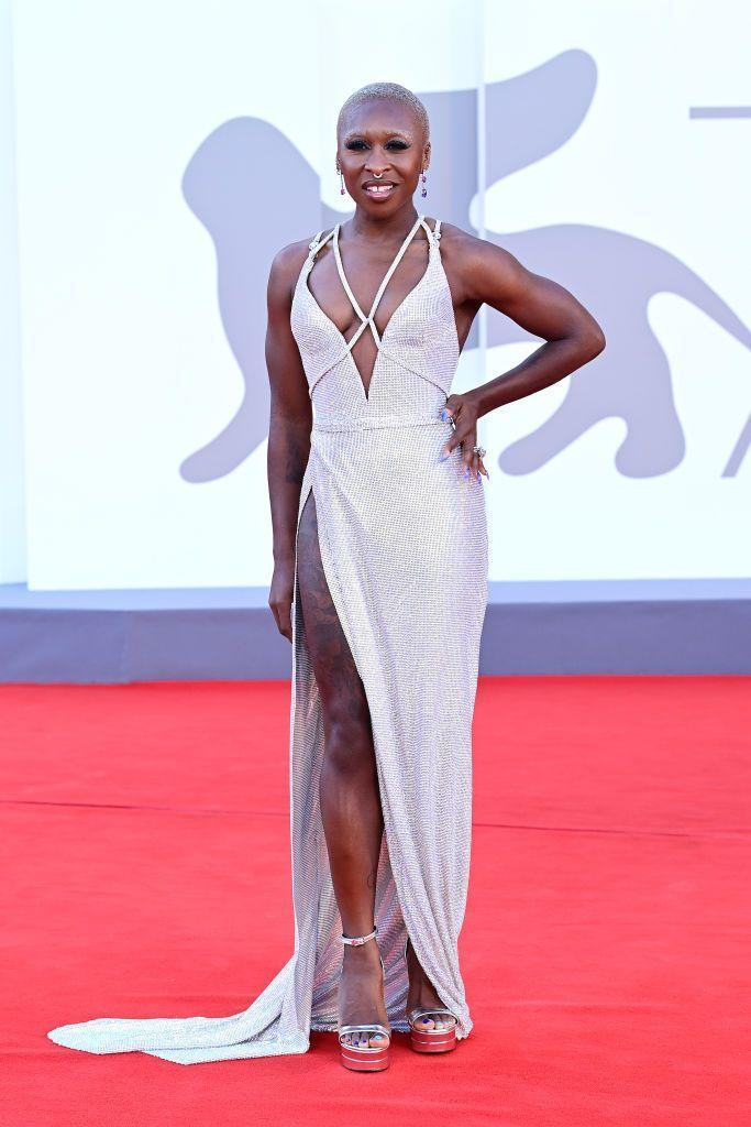 <p>The Brit wore Versace on the red carpet for 'Madres Paralelas'.</p>