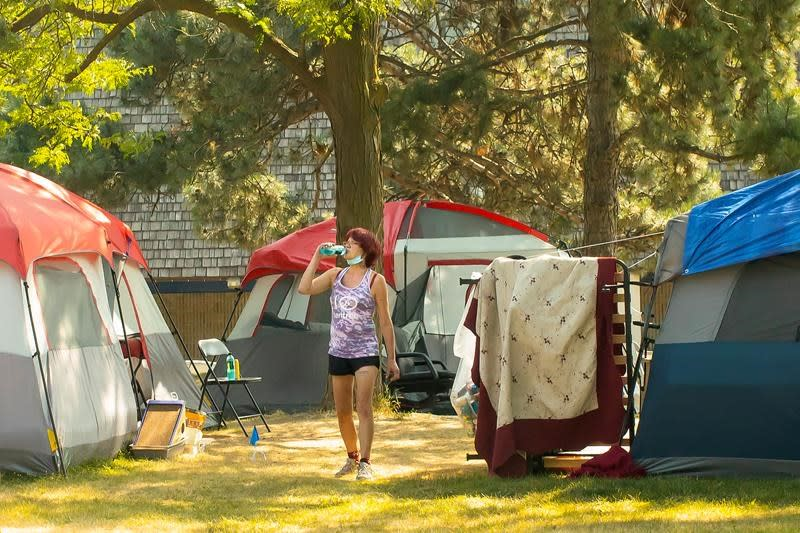 Heat wave the latest challenge to those living in encampments in Toronto