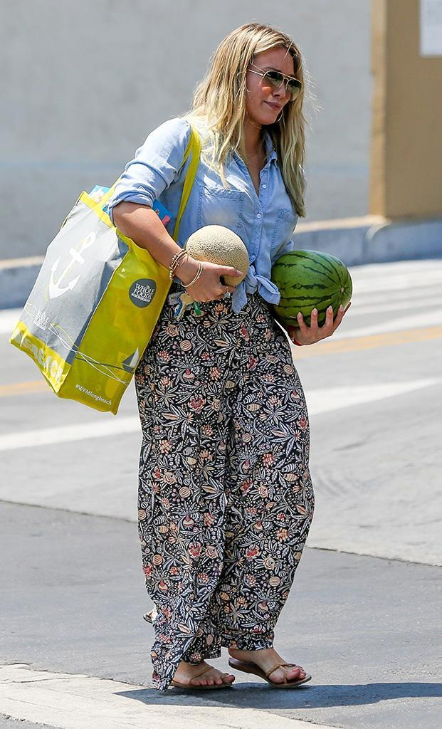 <p>Duff made like Baby from <i>Dirty Dancing</i> and carried a watermelon. But instead of heading off to have the time of her life in the Catskills, she was just leaving the grocery store in Beverly Hills. (Photo: EVGA/ BACKGRID) </p>