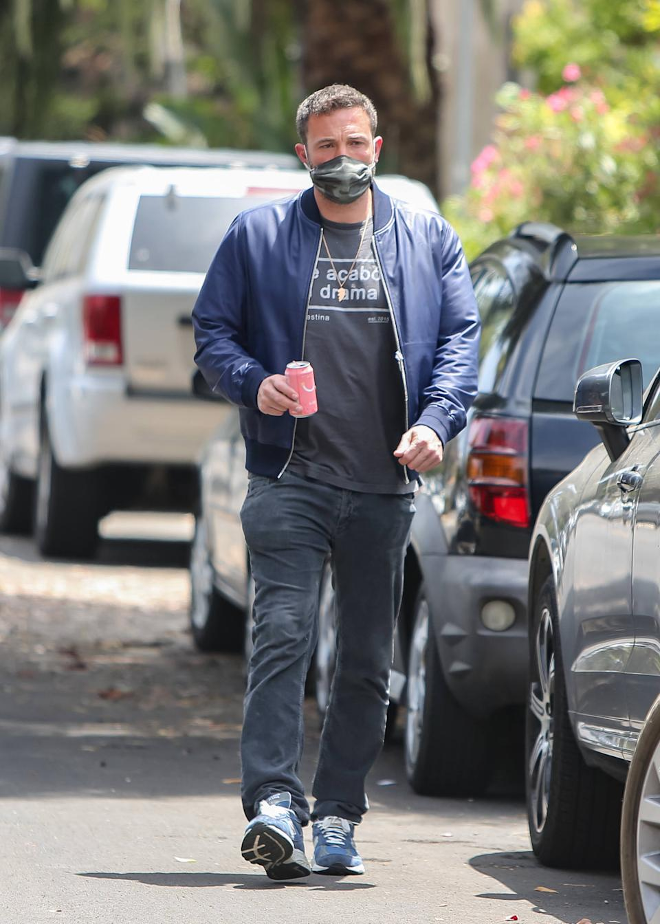 Ben Affleck wearing the necklace in May.  (Photo: BG004/Bauer-Griffin/GC Images)