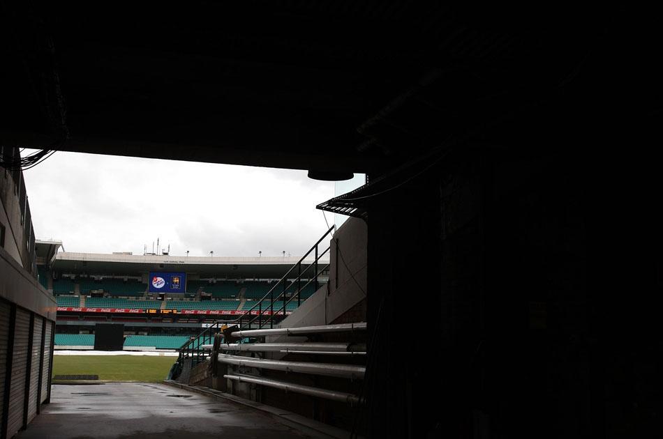 SYDNEY, AUSTRALIA - OCTOBER 24:  A general view of the covered pitch as rain delays the start of the One Day Tour Match between the New South Wales Blues and Sri Lanka at Sydney Cricket Ground on October 24, 2010 in Sydney, Australia.  (Photo by Ryan Pierse/Getty Images)