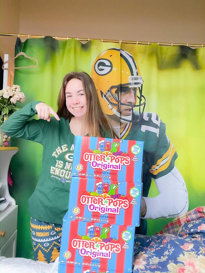 Girl Who Cried and Asked for 400 Popsicles from Aaron Rodgers While Under Anesthesia Gets Her Wish