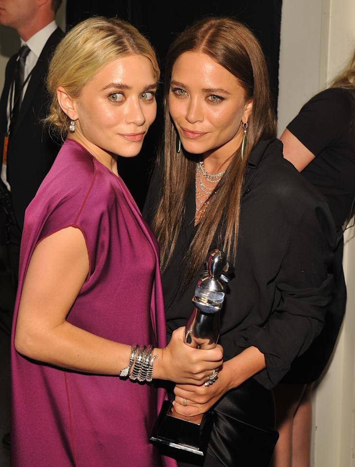 NEW YORK, NY - JUNE 04:  Designers Ashley Olsen and Mary Kate Olsen pose with award at the 2012 CFDA Fashion Awards at Alice Tully Hall on June 4, 2012 in New York City.  (Photo by Larry Busacca/Getty Images)