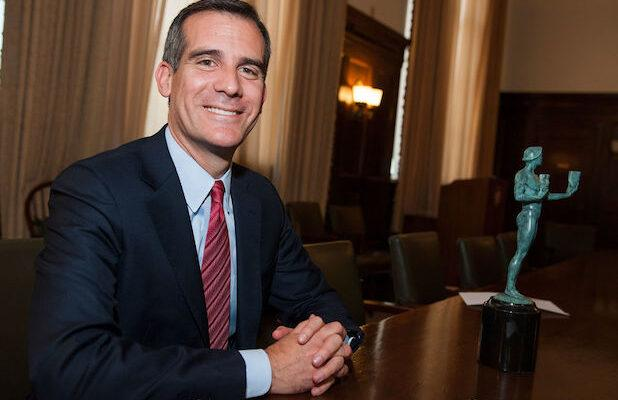 LA Mayor Eric Garcetti Says All Residents Are Now Required to Wear Masks Outside Their Houses