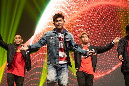 """Alvin Chong brought his 'sharp' skills to the stage with """"Tajam""""."""