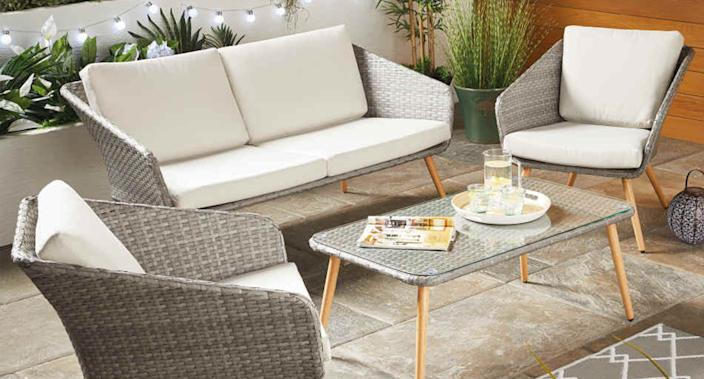 Don't miss these outdoor furniture bargains. (Aldi)