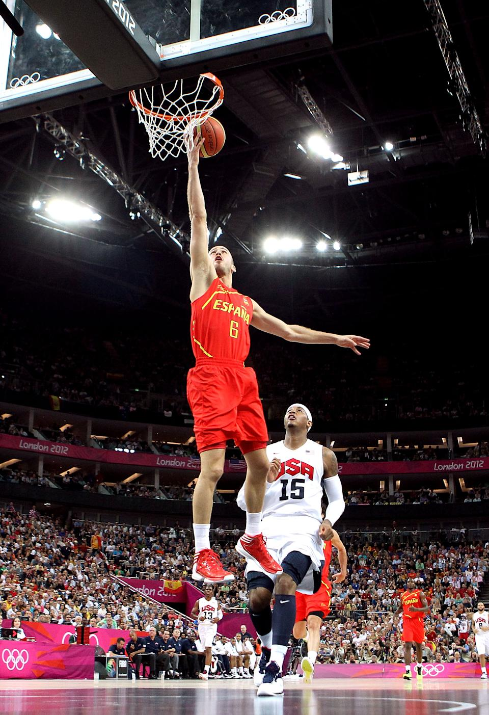 LONDON, ENGLAND - AUGUST 12: Sergio Rodriguez #6 of Spain gets past Carmelo Anthony #15 of the United States to score during the Men's Basketball gold medal game between the United States and Spain on Day 16 of the London 2012 Olympics Games at North Greenwich Arena on August 12, 2012 in London, England. (Photo by Christian Petersen/Getty Images)