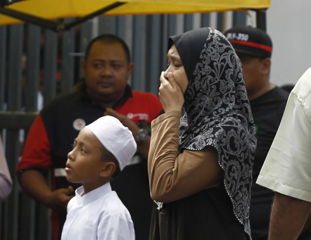 <p>Unidentified Muslim cry outside an Islamic religious school following a fire on the outskirts of Kuala Lumpur Thursday, Sept. 14, 2017. (Photo: Daniel Chan/AP) </p>