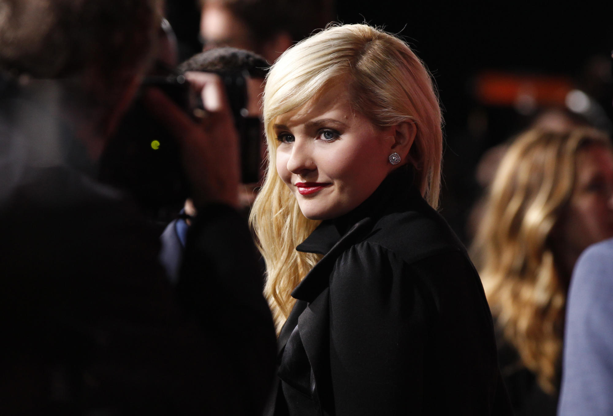 Abigail Breslin reveals 'shock' over death of her father: 'It was COVID-19 that cut my sweet daddy's life too short'