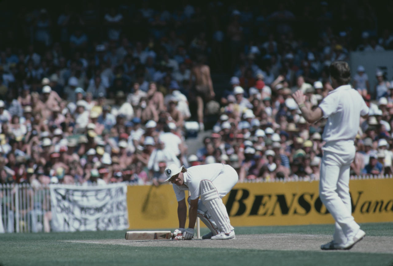 Geoff Lawson bowls Ian Botham a bouncing ball during the Ashes series in Melbourne, January 1983. (Photo by Adrian Murrell/Getty Images)
