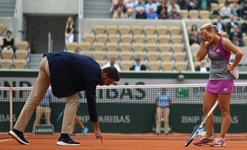 From the context of slapstick entertainment, that makes for a quality piece of theatre. But in a professional tennis match, the entire chain of events €