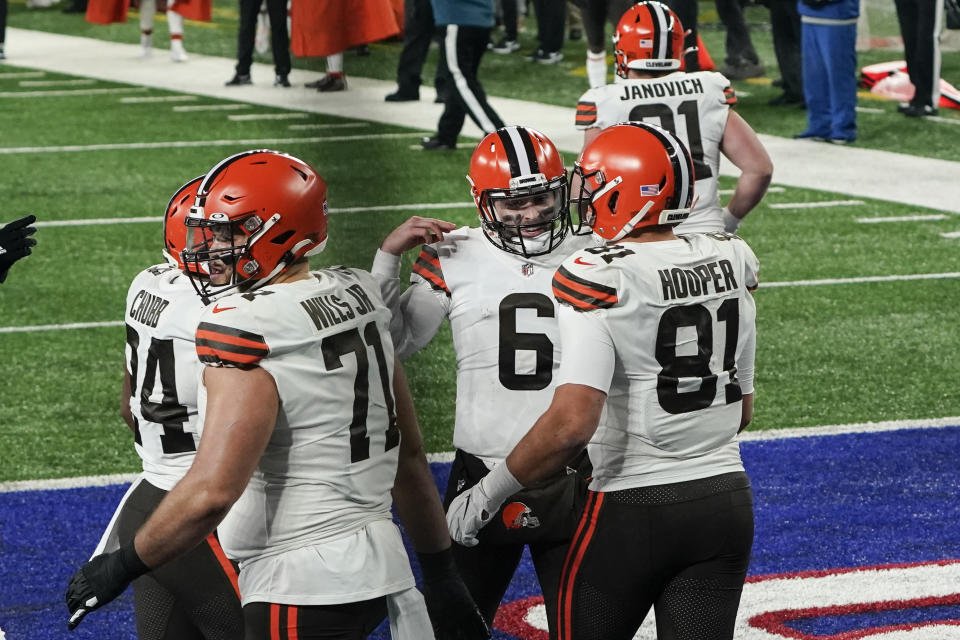 Cleveland Browns quarterback Baker Mayfield (6) celebrates with teammate Austin Hooper (81) after they connect for a touchdown. (AP Photo/Seth Wenig)