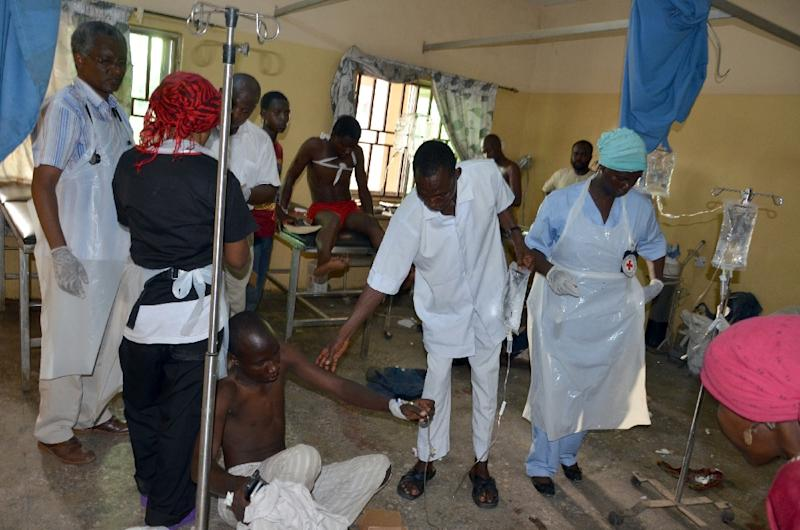 Medical staff in a hospital treat a man after he was injured in a bomb blast carried out by young female suicide bomber at a bus station in Maiduguri, Nigeria, on June 22, 2015 (AFP Photo/)