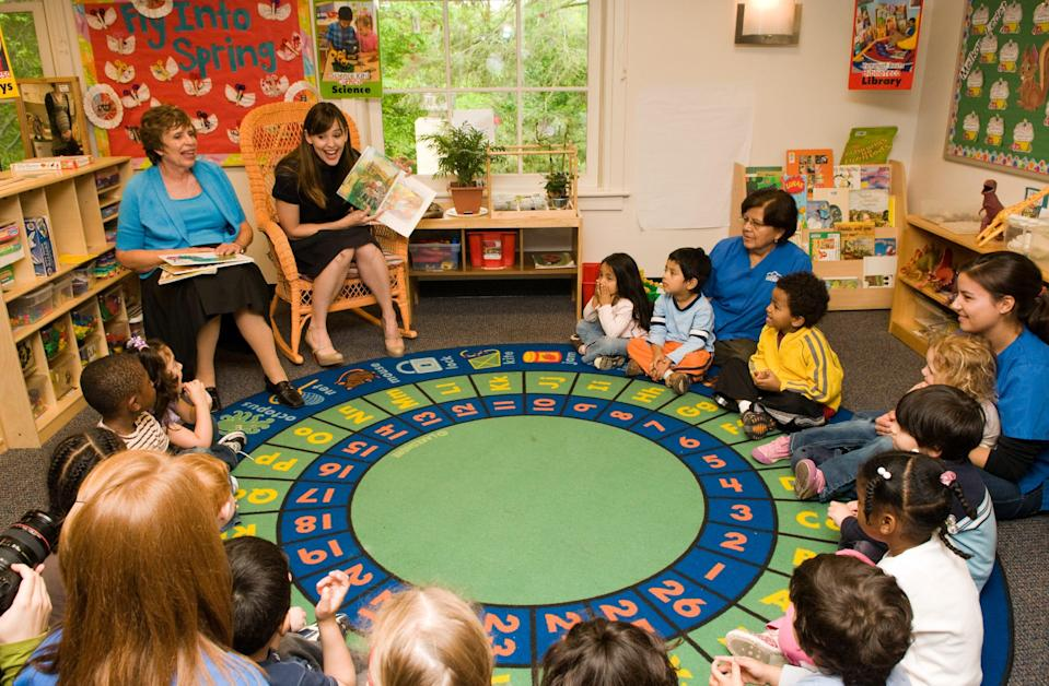 Jennifer Garner reads a book with her mother Pat to a group of Head Start children to help launch the 2009 State of the World's Mothers Report at the Rosemount Center on May 5, 2009 in Washington, DC.